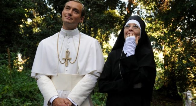 The Young Pope di Sorrentino: Jude Law r Diane Keaton