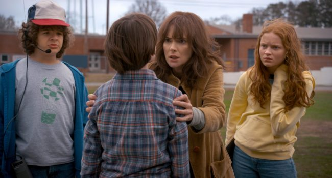 Stranger Things 2: Joyce cerca di svegliare Will